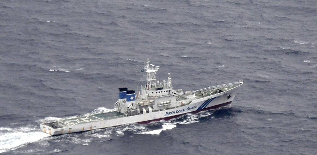 Prie Japonijos nukritus dviem JAV kariniams lėktuvams ieškoma penkių dingusių žmonių