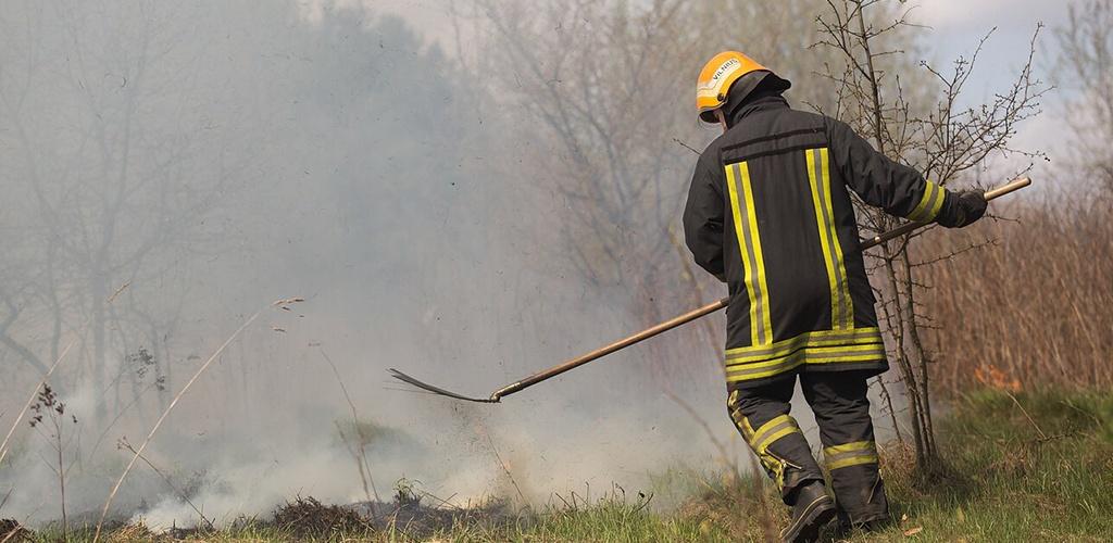 Savaitgalį ugniagesiams teko gesinti per 200 žolės gaisrų
