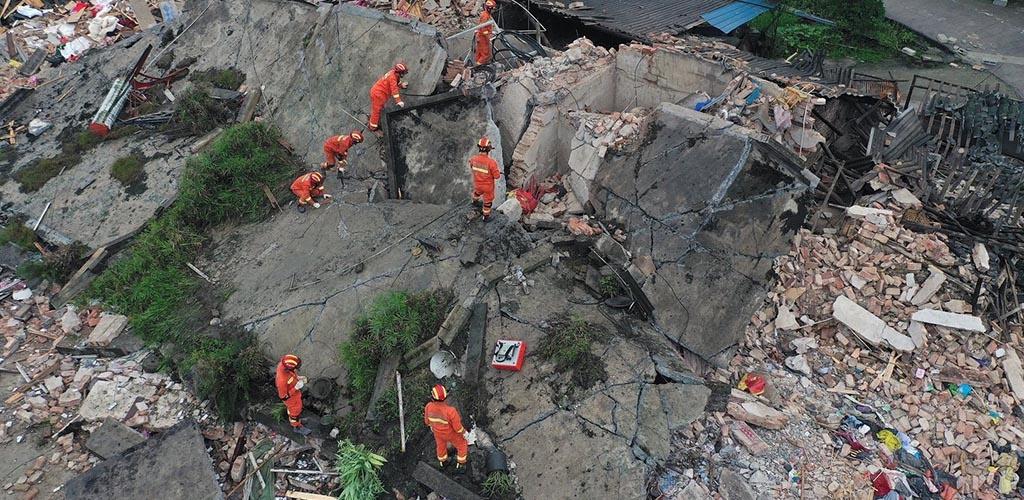Kinijoje per žemės drebėjimą žuvo mažiausiai 11 žmonių, per 120 sužeista