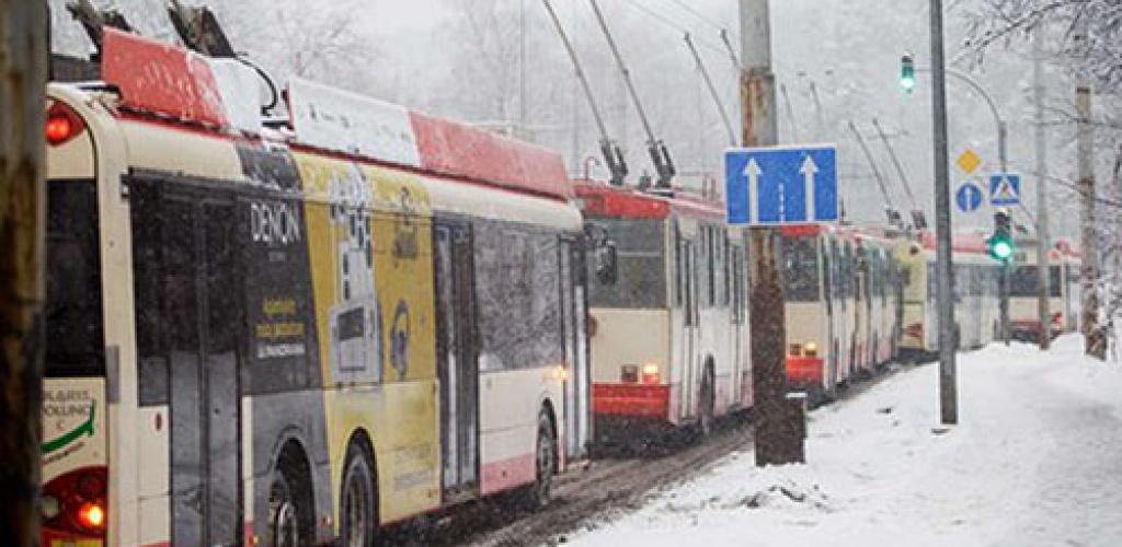 Dalyje vakarų Lietuvos keliai padengti sniegu, pietų ir pietryčių – plikledžiu