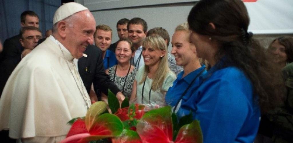 """Popiežius jaunimui: """"Norėčiau dar kartą paimti jus už rankos"""""""