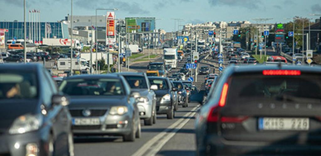 Daugiau nei pusė gyventojų nepalaiko automobilių taršos mokesčio – LRT/Norstat apklausa