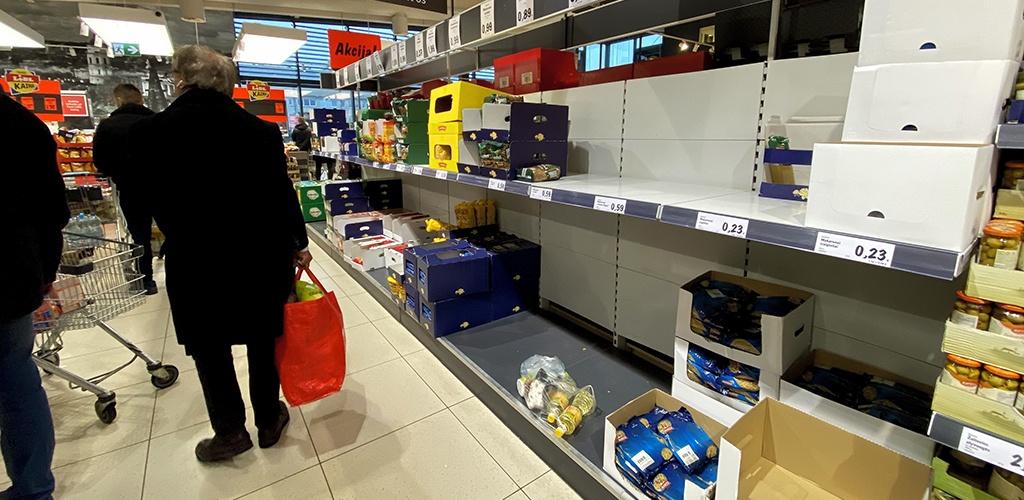 Latvijoje savaitgaliais nedirbs prekybos centrai, kuriuose – 10 ir daugiau parduotuvių