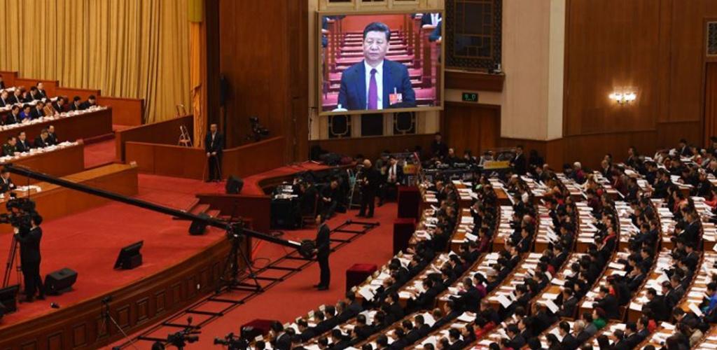 Kinijoje dėl koronaviruso pirmąkart per kelis dešimtmečius atidėta parlamento sesija