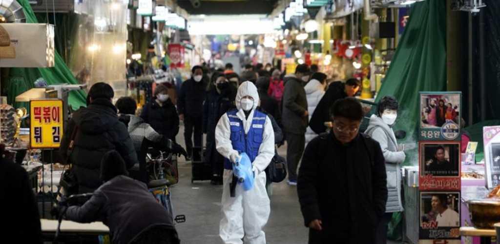 Pietų Korėjoje užsikrėtusiųjų koronavirusu skaičius pasiekė 893